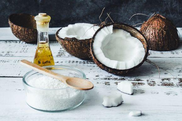 coconut oil against fungi