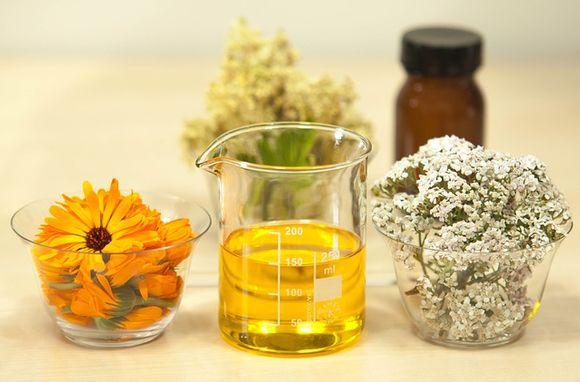 бял равнец и невен лечебни български билки