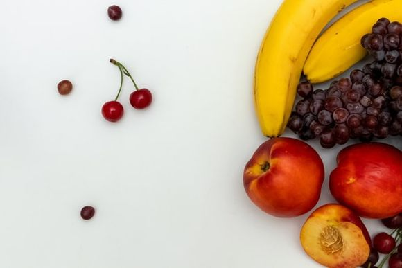 Foods rich in antioxidants and omega-3 for youth
